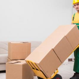 Faciliter sa tâche en utilisant un chariot de déménagement
