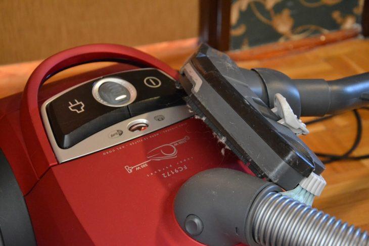 Aspirateur balai avec ou sans fil: quel est le meilleur choix?