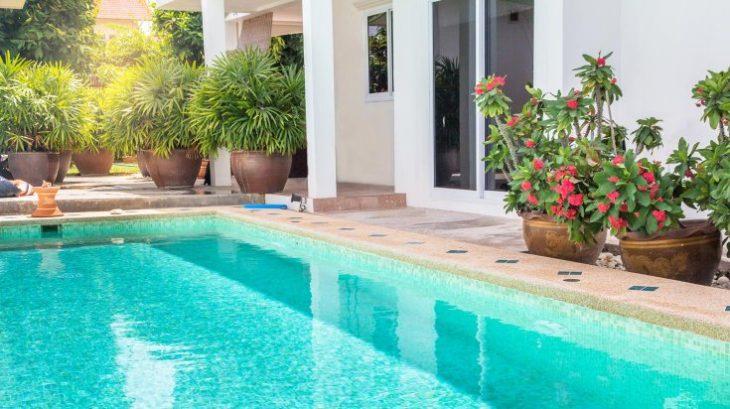 Les avantages et les inconvénients de la construction d'une piscine: cela vous convient-il?